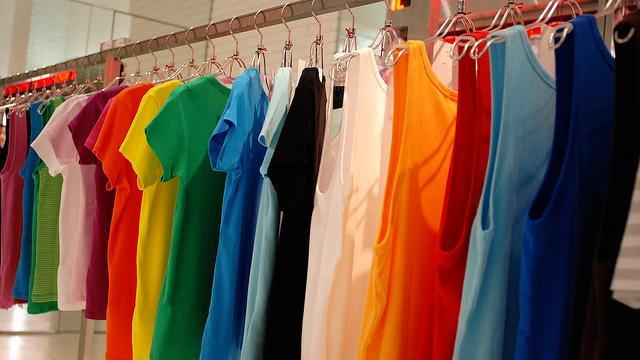 Покупка одежды оптом по минимальной цене - приоритет в бизнесе